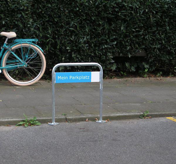 parkplatzschildhalter modell wipper zum aufd beln veller design fahrradparker. Black Bedroom Furniture Sets. Home Design Ideas